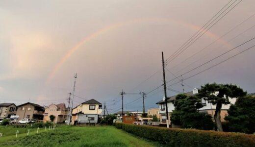 雨上がりの虹と夕焼け